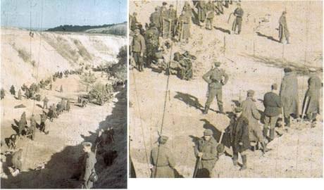 В начале октября 1941 года около 300 пленных были отправлены в овраг закапывать тела. На фото приблизительно 150 из них заваливают тела песком под конвоем германских солдат.